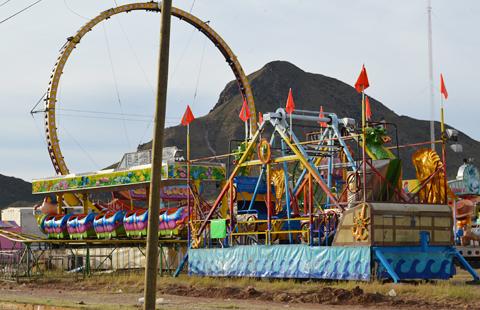 Empiezan A Instalarse Juegos Mecanicos Para La Feria Del Hueso 2013