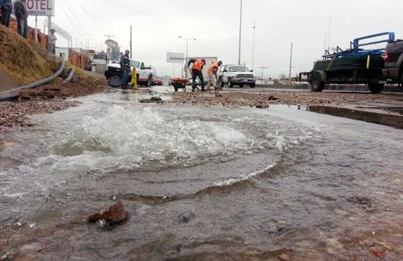 Rompen tuber a de agua potable trabajadores contratados - Tuberia agua potable ...