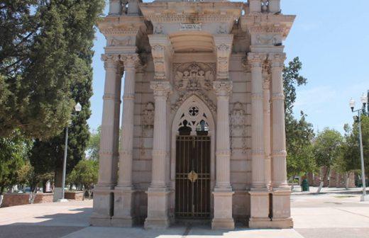 Luce abandonado el mausoleo de Pancho Villa