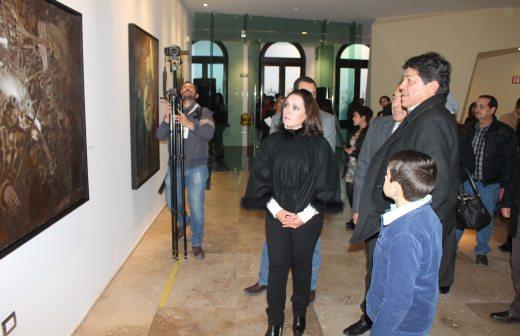 Presenta pintor chihuahuense compilación de obras pictóricas