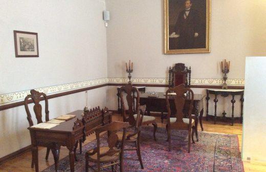 Vigilante de museo afirma escuchar pasos en oficina de for Muebles de oficina juarez salta