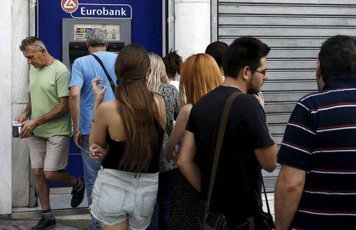 Griegos hacen largas filas en cajeros autom ticos tras for Dinero maximo cajero