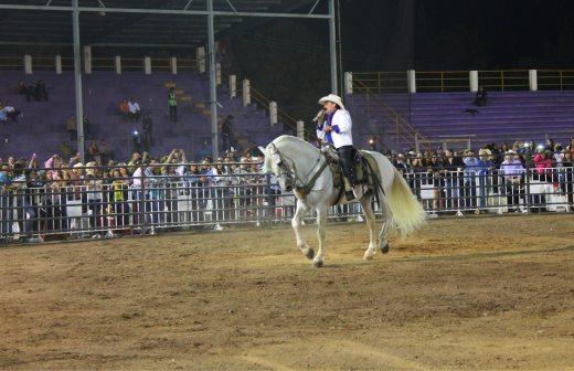 presenta el chapo de sinaloa su concierto en caballo