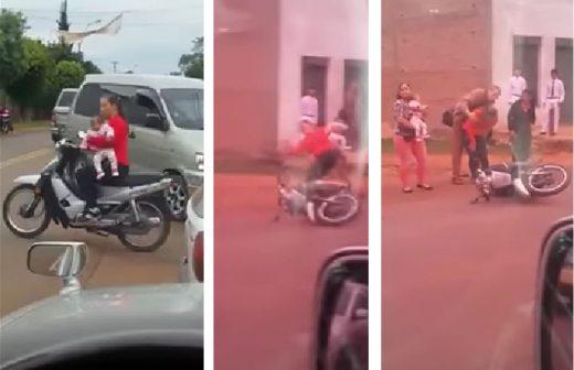 Video: Descuido de mujer en motocicleta pone en peligro a su bebé