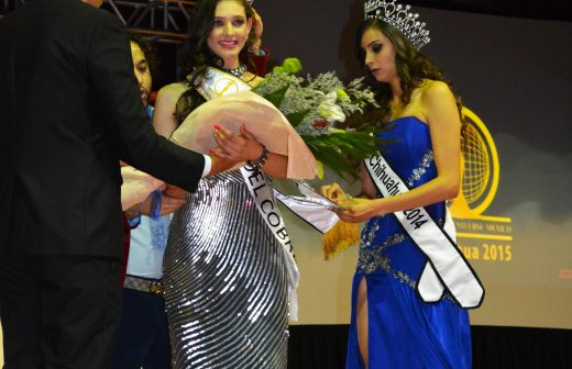 Se corona Andrea Sáenz en certamen de belleza Miss Petite Universe 2015