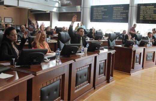 Concede congreso licencia a Águeda Torres y Jorge Quintana