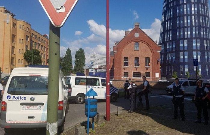 Atacan con machete a dos policías en Bélgica