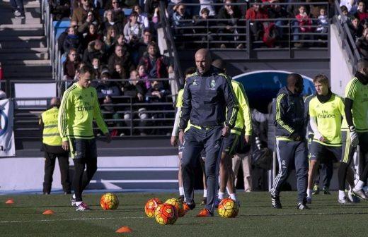 Dirige Zinedine Zidane su primer entrenamiento al frente del Real Madrid 9a4ab1236c713