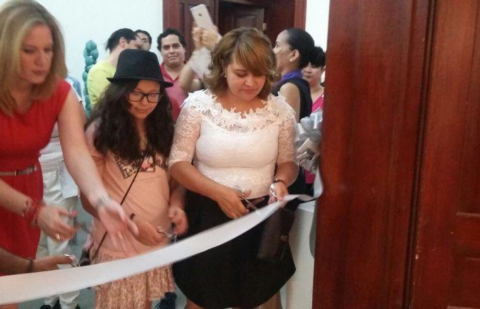 Presenta Patricia Márquez exposición La casita de muñecas