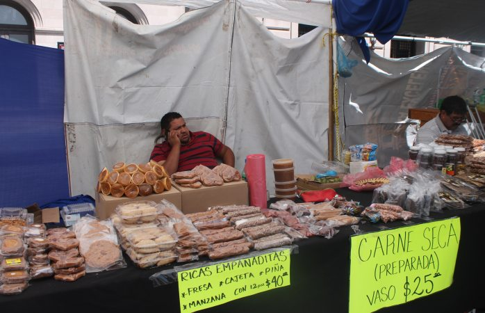 Siguen comerciantes de Aldama ofertando sus productos