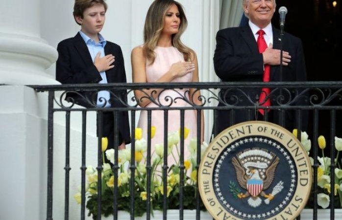 Con manotazo Melania recuerda a Trump comportamiento