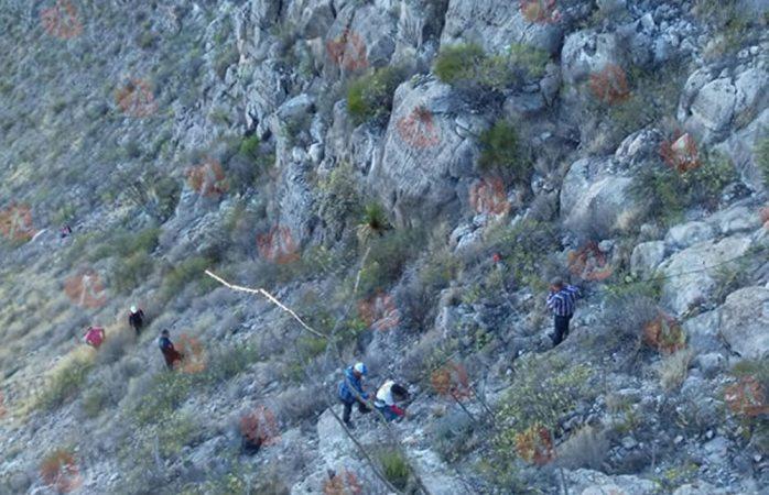 Rescatan a cinco atrapados en sierra de Camargo