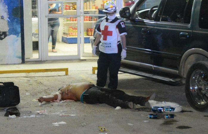 Rafaguean a dos parejas en el boulevard Juan Pablo II; muere varón