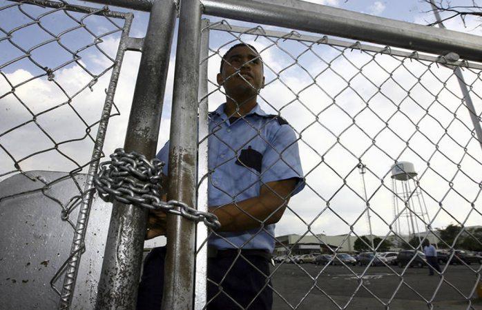 Paraliza General Motors sus operaciones en Venezuela