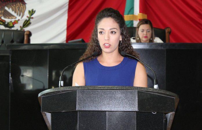 Propone Crystal Tovar expedir ley de juicio político