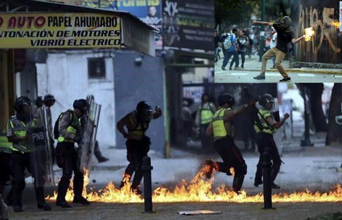 Bloquean policías paso de marcha opositora en Caracas