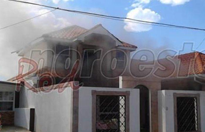 Deja cuantiosos daños materiales incendio de casa en Cuauhtémoc