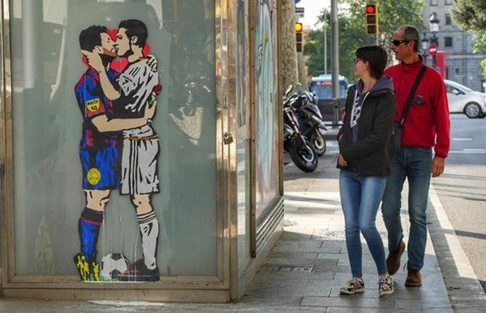 Polémica imagen del beso entre Messi y Cristiano Ronaldo