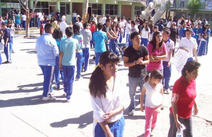 Regresan el lunes a clases más de 740 mil estudiantes
