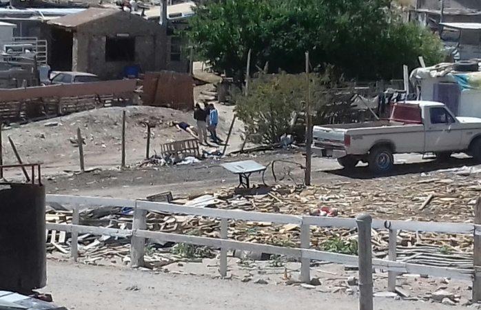 La bajan de auto, la ejecutan y huyen en Juárez