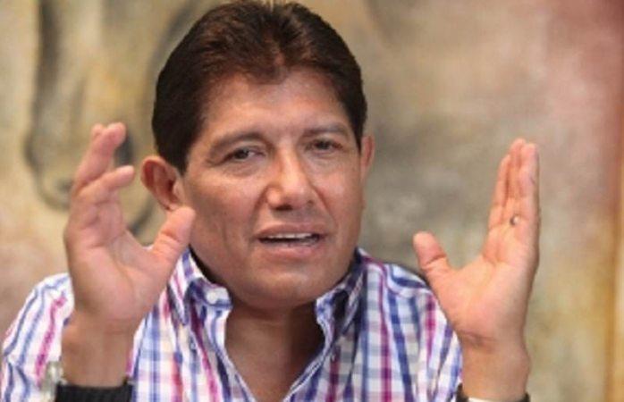 Regaña Juan Osorio a su novia por metiche