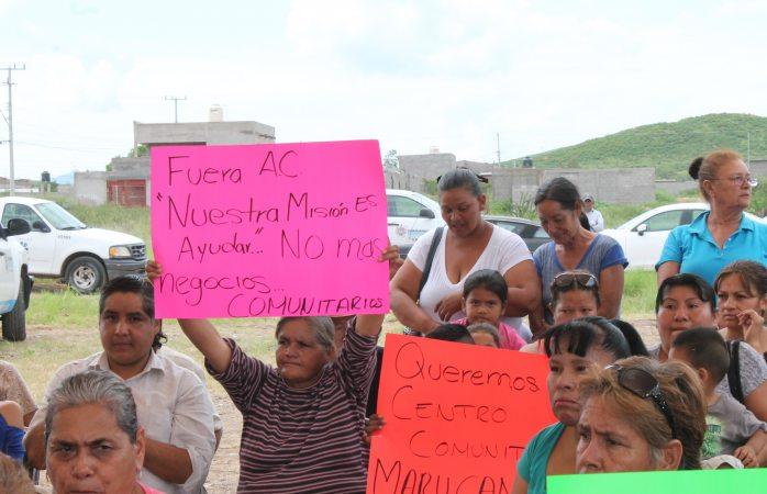 Protestan vecinos por construcción de bloquera comunitaria