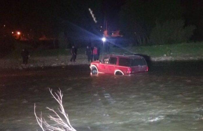 Se los lleva el río y luego se los lleva la policía