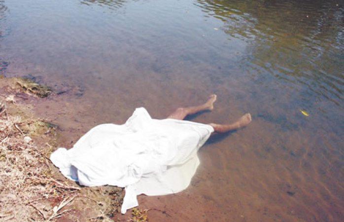 Cae de un caballo al lago Arareco y muere ahogado