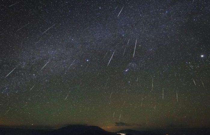 Habrá hoy lluvia de meteoros brillantes
