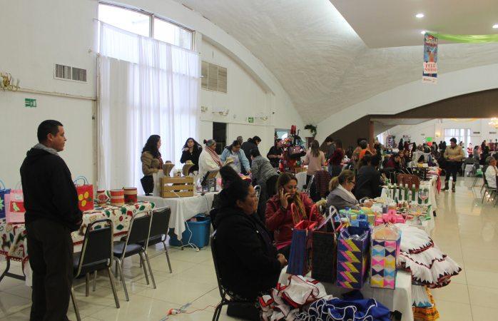 Participan 100 comerciantes en bazar navideño del DIF municipal