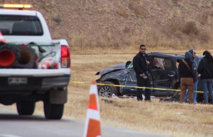 Fallece conductor al quedar prensado por su camioneta