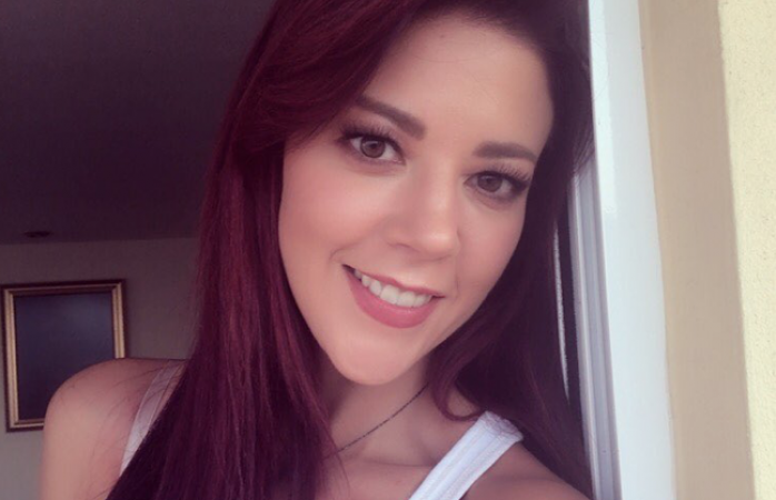 Fernanda del Castillo cambia de rubia a pelirroja