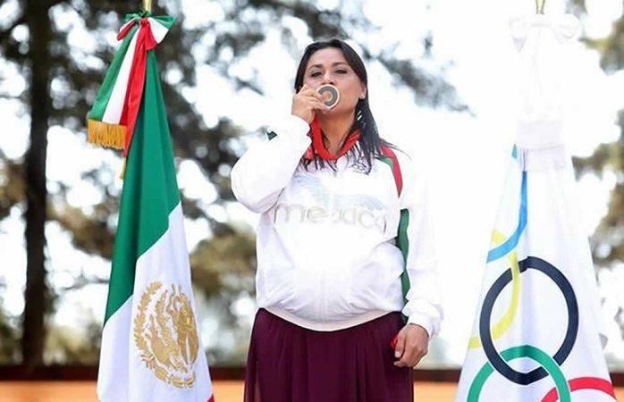 Dan a Dámaris Aguirre medalla 9 años después