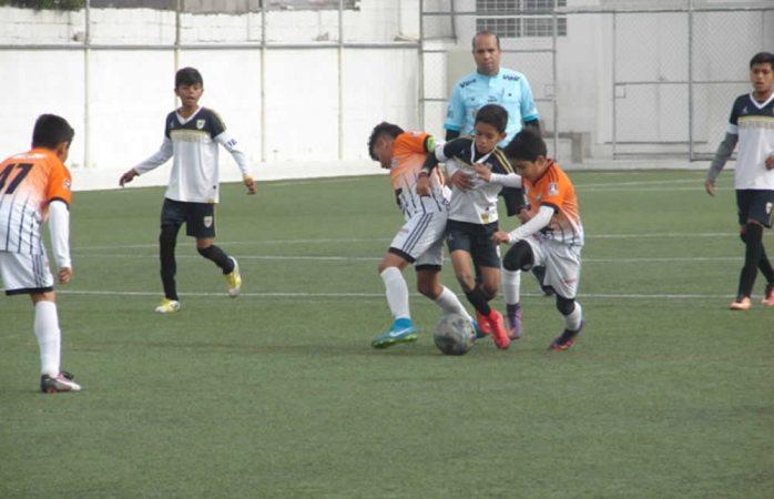 Disputan partidos de ida de semifinales de la Liga Estatal de Futbol de Formación