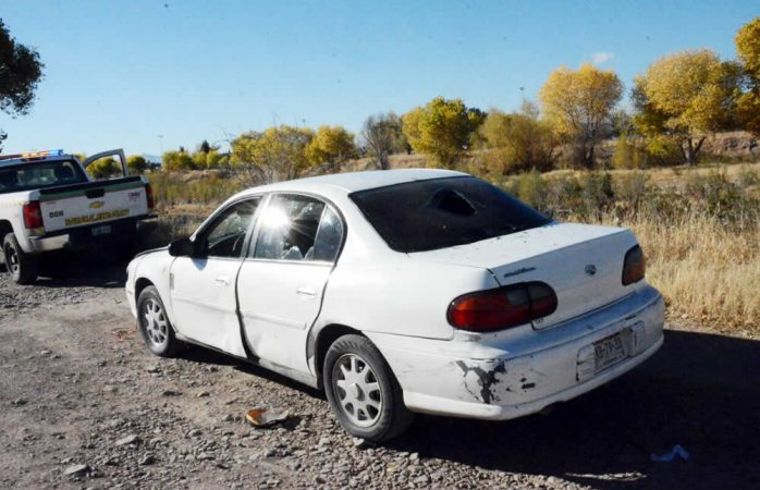 Abandonan vehículo tras supuesta volcadura en la vialidad Sacramento