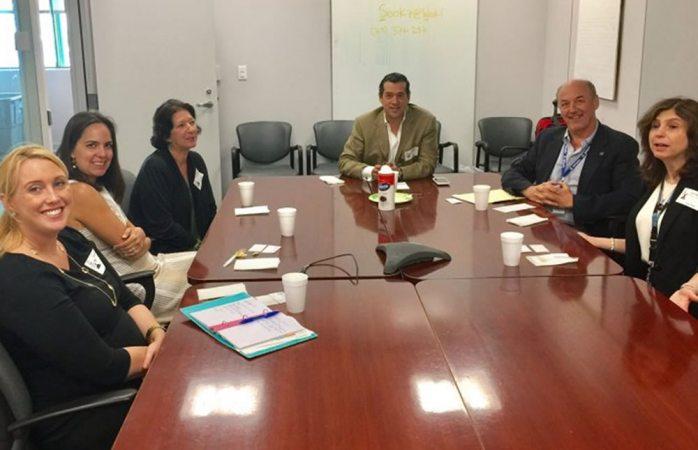 Recibe Sociedad Interamericana de Prensa a funcionarias del Departamento de Estado
