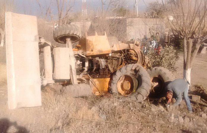 Choca tractor contra el tren