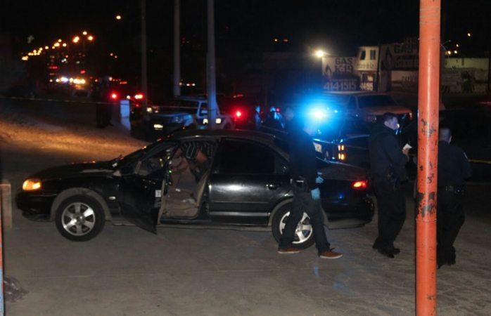 Rafaguean auto en la calle Heroico Colegio Militar y hieren a copiloto