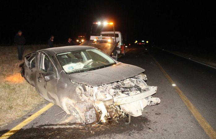 Vuelca al conducir a exceso de velocidad en carretera a Delicias