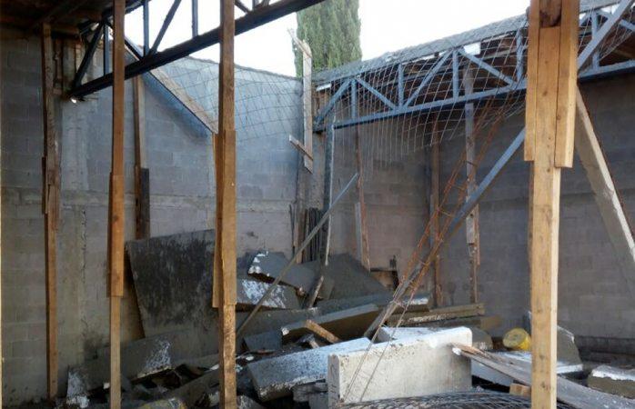 Caen cinco albañiles al instalar una losa en bodega de Las Granjas