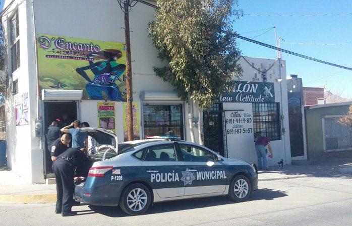 Encargada de boutique se resiste a asalto y ladrón intenta arrebatarle a menor