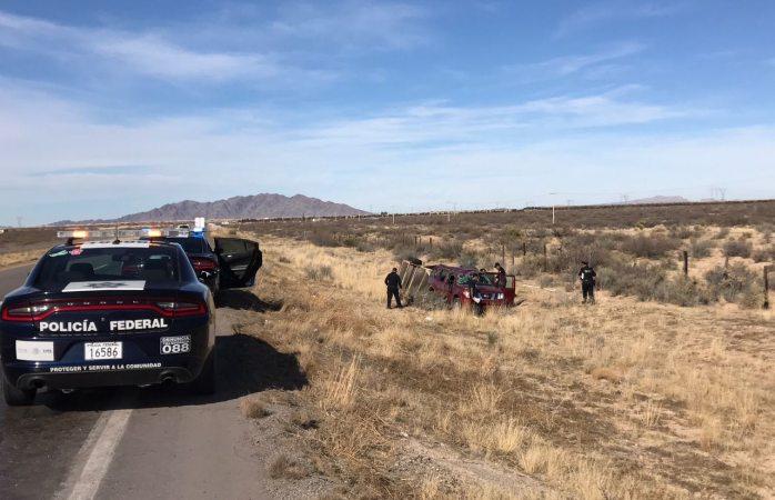 Vuelca familia de paisanos  en carretera a Juárez