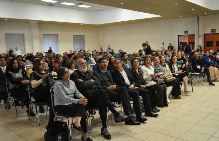 Escucha Corral propuestas de once mesas en foro de Desarrollo Social
