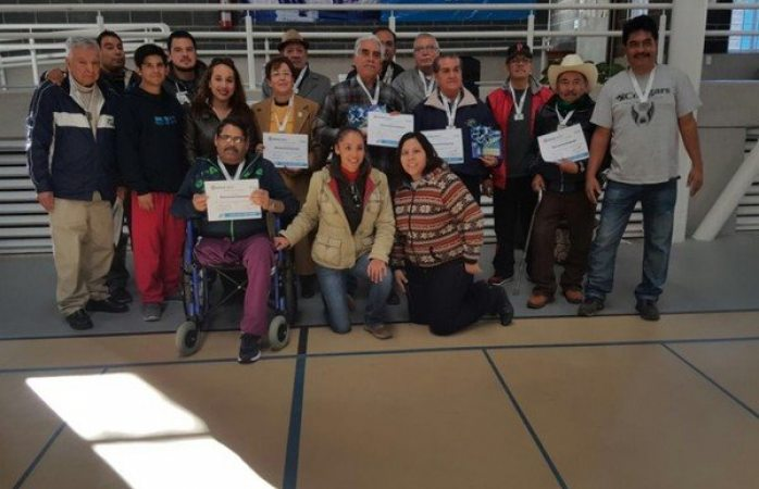 Premian a los mejores jugadores de domin en el gimnasio for Gimnasio narvaez