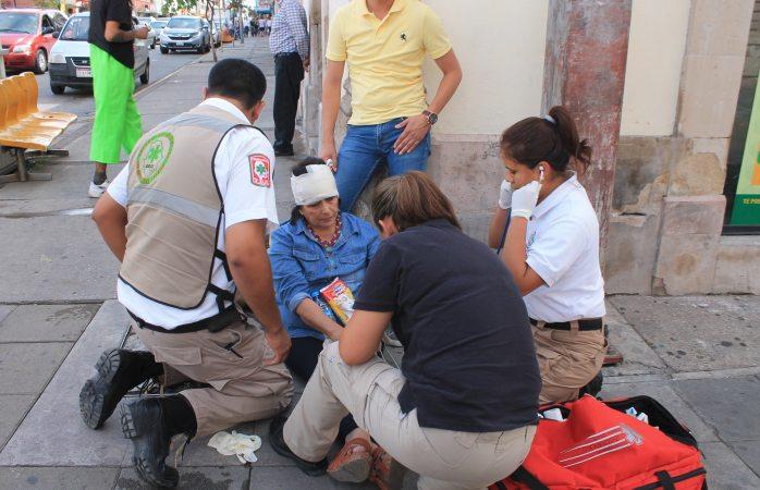 Se accidenta mujer en la calle Aldama