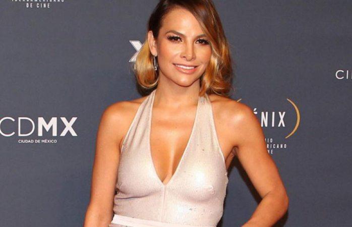 Fabiola Campomanes se deja ver en descarado topless