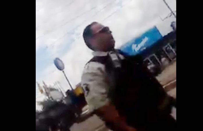 Retiran de patrullar a agente de vialidad cobrando mordida