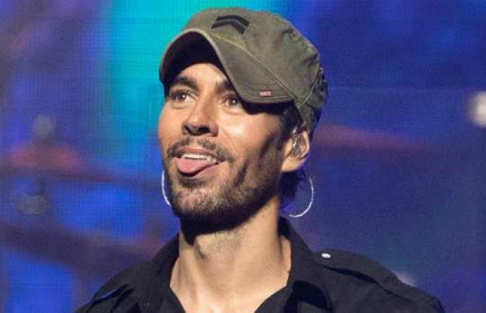 Manos arriba esto es un atraco, gritaron en concierto a Enrique Iglesias