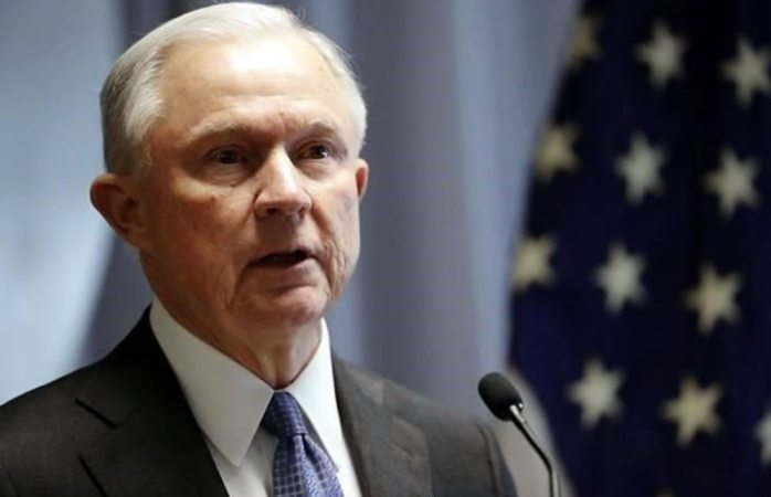 Sessions ofreció renunciar tras discusiones con Trump
