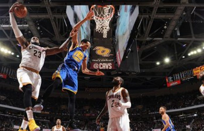 Con triple de Durant, Warriors dejan a Cavs contra la pared